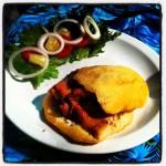 Broodje Bake & Shark, de lokale specialiteit in Trinidad