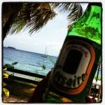 Crosaire, het lokale biertje (en de Blabberboot op de achtergrond)