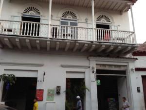 Hostel Media Luna