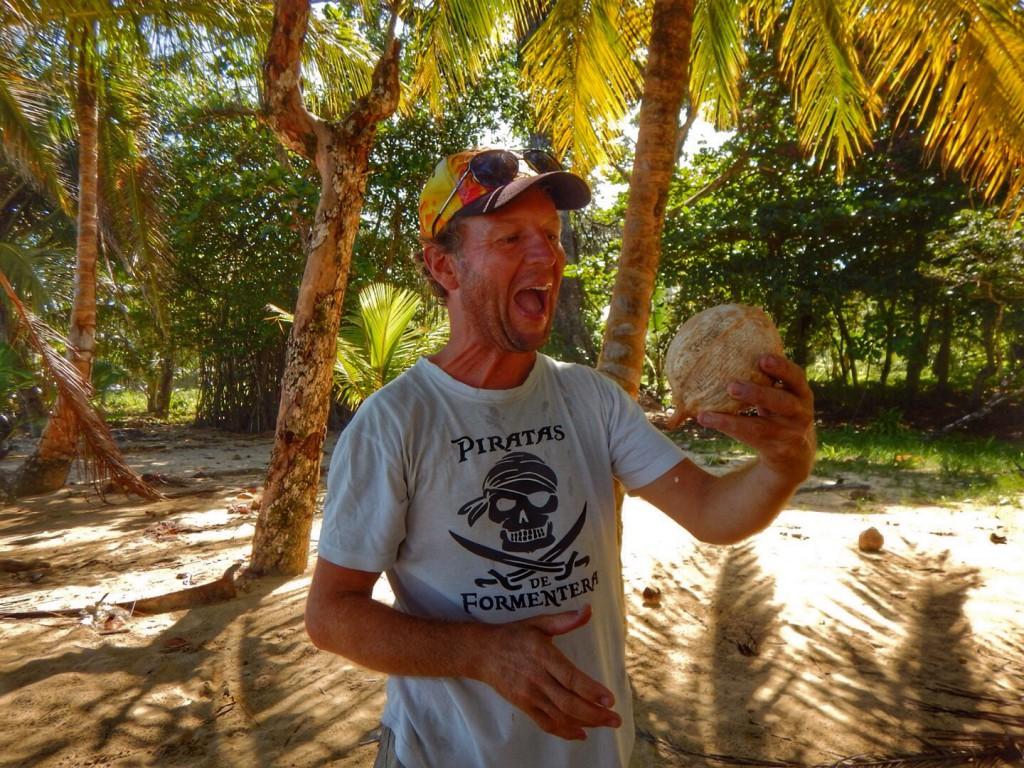 El pirata en zijn eerste kokosnoot