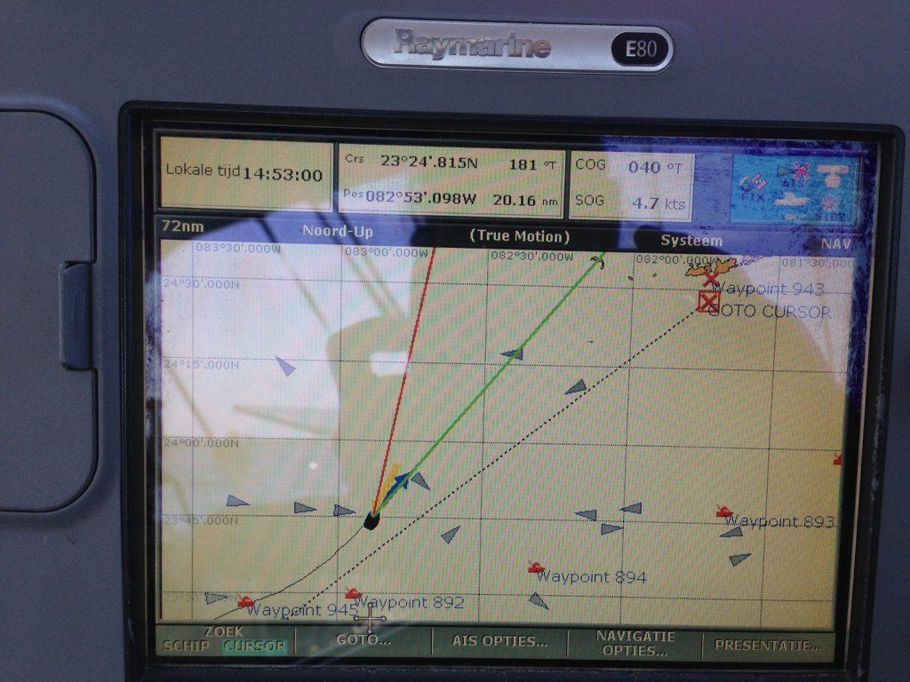Het is druk op het water, maar liefst drie grote vrachtschepen op onze route...