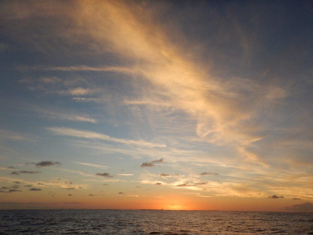 Genieten tijdens een mooie zonsondergang